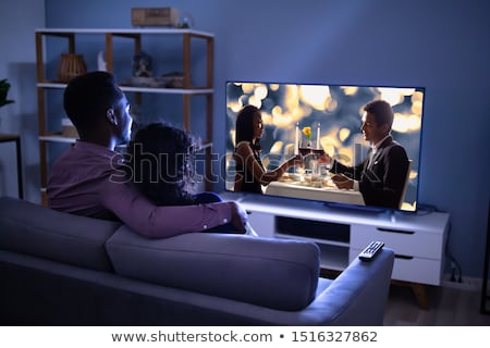 affettuoso · famiglia · guardare · tv · giovani · home - foto d'archivio © andreypopov