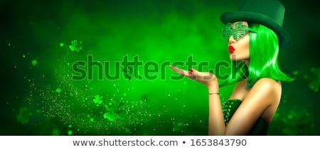 Kobieta hat młoda kobieta święty piwa Zdjęcia stock © choreograph