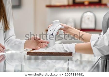 Alışveriş asistan kuyumcu takı kadın gülümseme Stok fotoğraf © Kzenon