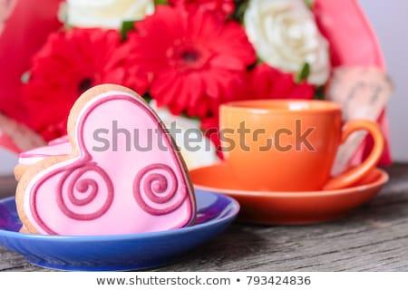 Fincan kahve kalp şekli kurabiye yalıtılmış Stok fotoğraf © kirs-ua