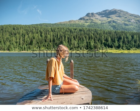 красивая девушка сидят пирс лет моде Сток-фото © tekso