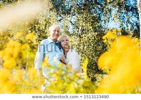 Idős férj feleség élvezi élet virágos Stock fotó © Kzenon