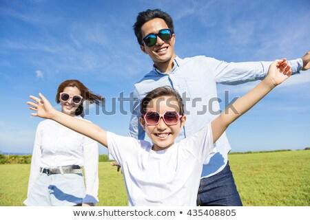 Photo stock: Parents · fille · herbe · verte · fond · salade · légumes