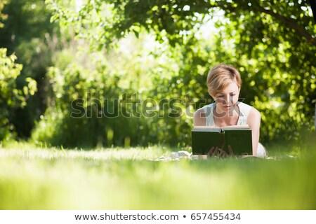 zorgeloos · man · lezing · boek · buiten · hemel - stockfoto © photography33