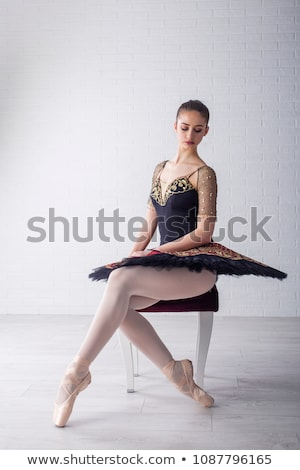 ballerina · színház · táncos · pózol · mögött · piros - stock fotó © choreograph