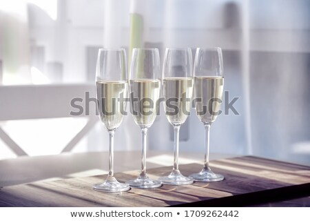 Vier champagne bril glas tabel plaat Stockfoto © CaptureLight