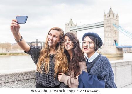 Três amigos ponte grupo Foto stock © rafalstachura