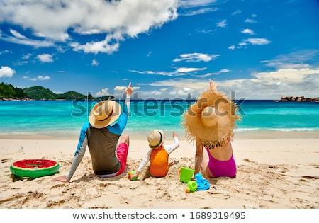 Három fiatal nők nap napozás perem úszómedence Stock fotó © dash