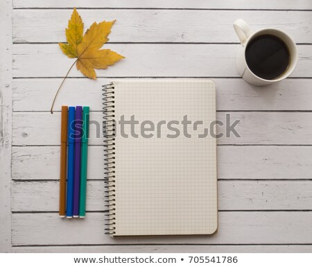 Caneca de café bloco de notas lápis mesa de madeira negócio secretária Foto stock © wavebreak_media