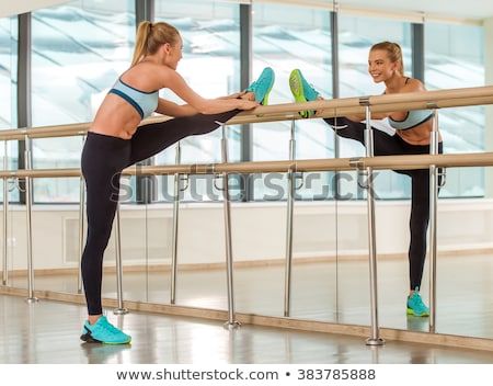 Aerobics fitness vrouw spiegel sport gymnasium yoga Stockfoto © lunamarina