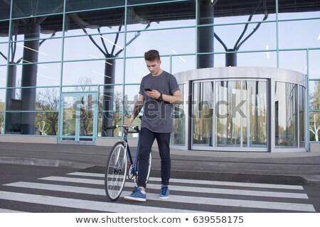 Uomo piedi fissato attrezzi bike Foto d'archivio © dolgachov