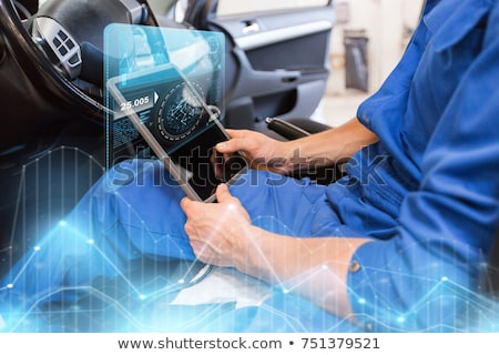 Mechanik człowiek samochodu diagnostyczny Zdjęcia stock © dolgachov