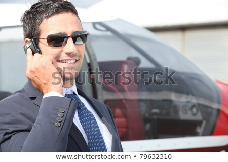 glimlachend · zakenman · zonnebril · mobiele · keurig · baard - stockfoto © photography33