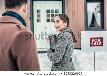 Agent klienta na zewnątrz przednie drzwi człowiek biznesmen Zdjęcia stock © photography33
