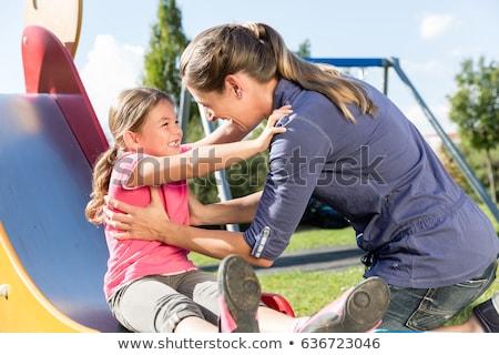 Tochter und Mutter spielen auf Spielplatz Stock foto © Kzenon