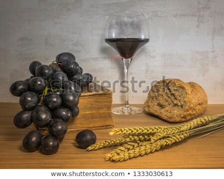 vino · rosso · bottiglia · uve · ramo · etichetta · isolato - foto d'archivio © compuinfoto