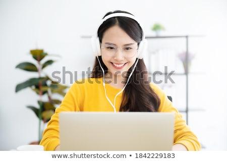 Nastolatków za pomocą laptopa komputera uśmiech laptop grupy Zdjęcia stock © ambro