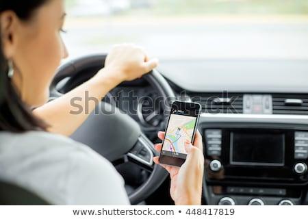 vrouwelijke · rijden · auto · mobiele · telefoon · selectieve · aandacht · vrouw - stockfoto © andreypopov