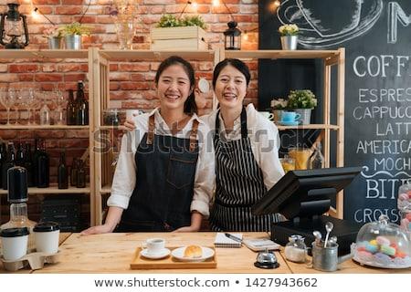 Jonge barista vrouw schort glimlach gelukkig Stockfoto © yupiramos