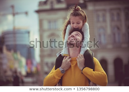 Foto d'archivio: Father Carrying Daughter On Shoulder