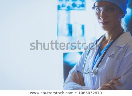 молодые · радиолог · глядя · Xray · изображение · Привлекательная · женщина - Сток-фото © master1305