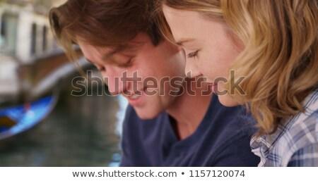 Jonge vrouw met behulp van laptop kanaal Venetië vergadering Stockfoto © d13