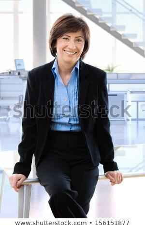 portré · boldog · mosolyog · érett · nő · dől · asztal - stock fotó © deandrobot
