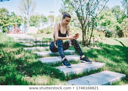 séance · coureur · femme · écouter · musique · image - photo stock © deandrobot
