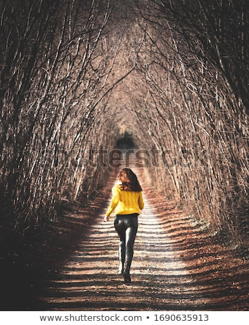 Femme courir tunnel sport fitness couleur Photo stock © IS2