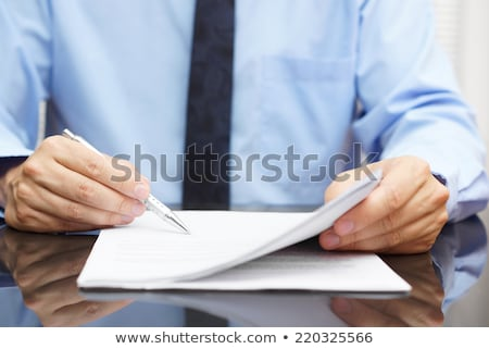 бизнесмен окончательный цен договор работу таблице Сток-фото © Minervastock