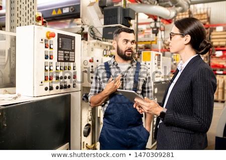 工場労働者 · 作業 · コントロールパネル · 白人 · 青 · ラボ - ストックフォト © pressmaster