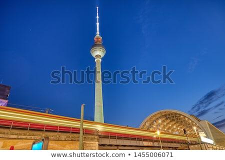 Ingázó vonat Alexanderplatz állomás Berlin éjszaka Stock fotó © elxeneize