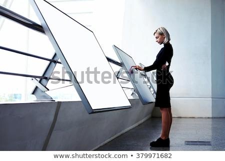 Pessoas suporte monitor de computador site página homem Foto stock © robuart