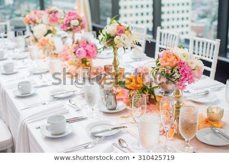 Flor tabela centro peça lírios Foto stock © leeavison