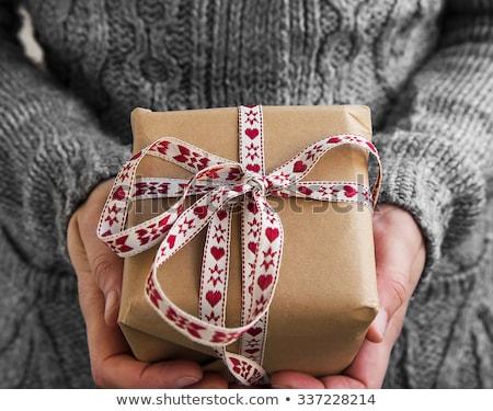 belle · femme · Noël · cadeau · chapeau - photo stock © stryjek