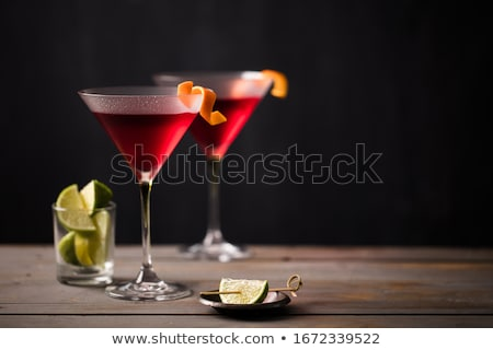 Cosmopolita alcohol mesa vidrio fondo bar Foto stock © racoolstudio