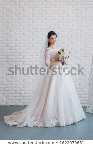 Portré menyasszony tart virágcsokor virágok esküvő Stock fotó © monkey_business