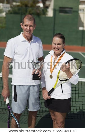 älter Frau Trophäe Tennisplatz Sport Fitness Stock foto © IS2