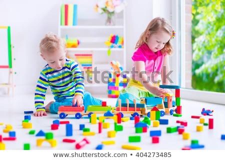 Yaratıcı anaokulu çocuklar inşa etmek kule çocuklar Stok fotoğraf © ElenaBatkova