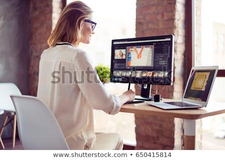 Başarılı genç serbest pikap iğnesi fotoğrafları grafik Stok fotoğraf © pressmaster