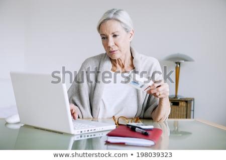 senior · on-line · mulher · prescrição · computador - foto stock © Edbockstock