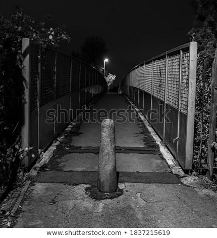 Passerella bianco recinzione sporca concrete metal Foto d'archivio © olandsfokus