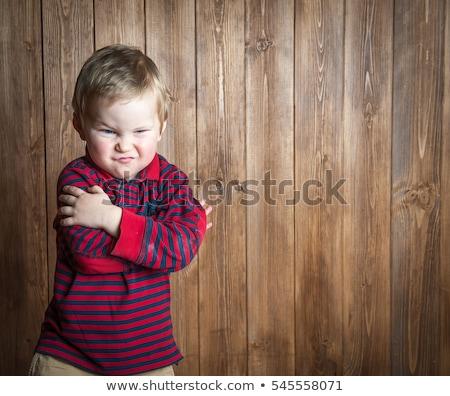 Foto stock: Bonitinho · pequeno · menino · zangado · cara · moda