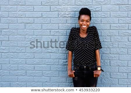 vrolijk · meisje · muur · portret · jonge · vrouw - stockfoto © filipw