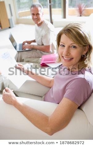 Zdjęcia stock: Widok · z · boku · aktywny · starszy · człowiek · za · pomocą · laptopa · posiedzenia