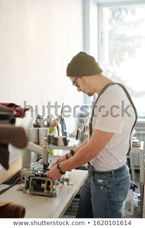 Leder riool workshop ernstig jonge Stockfoto © pressmaster