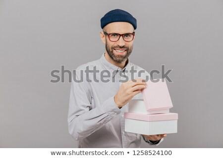Positivo homem restolho caixas apresentar um Foto stock © vkstudio