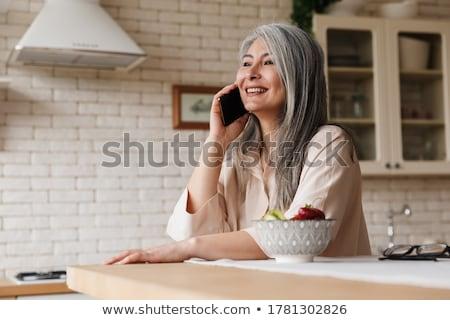 женщину говорить телефон завтрак счастливым кухне Сток-фото © wavebreak_media