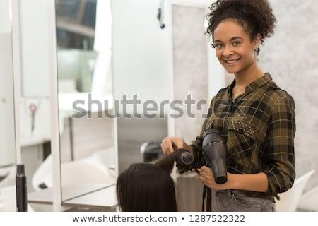 Mooie haren stilist glimlachend camera kapsalon Stockfoto © wavebreak_media