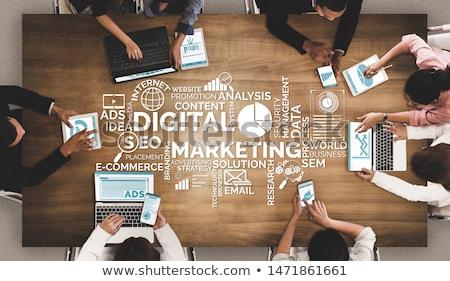 Marketing internetowy online pracy laptop ekranu biuro Zdjęcia stock © tashatuvango